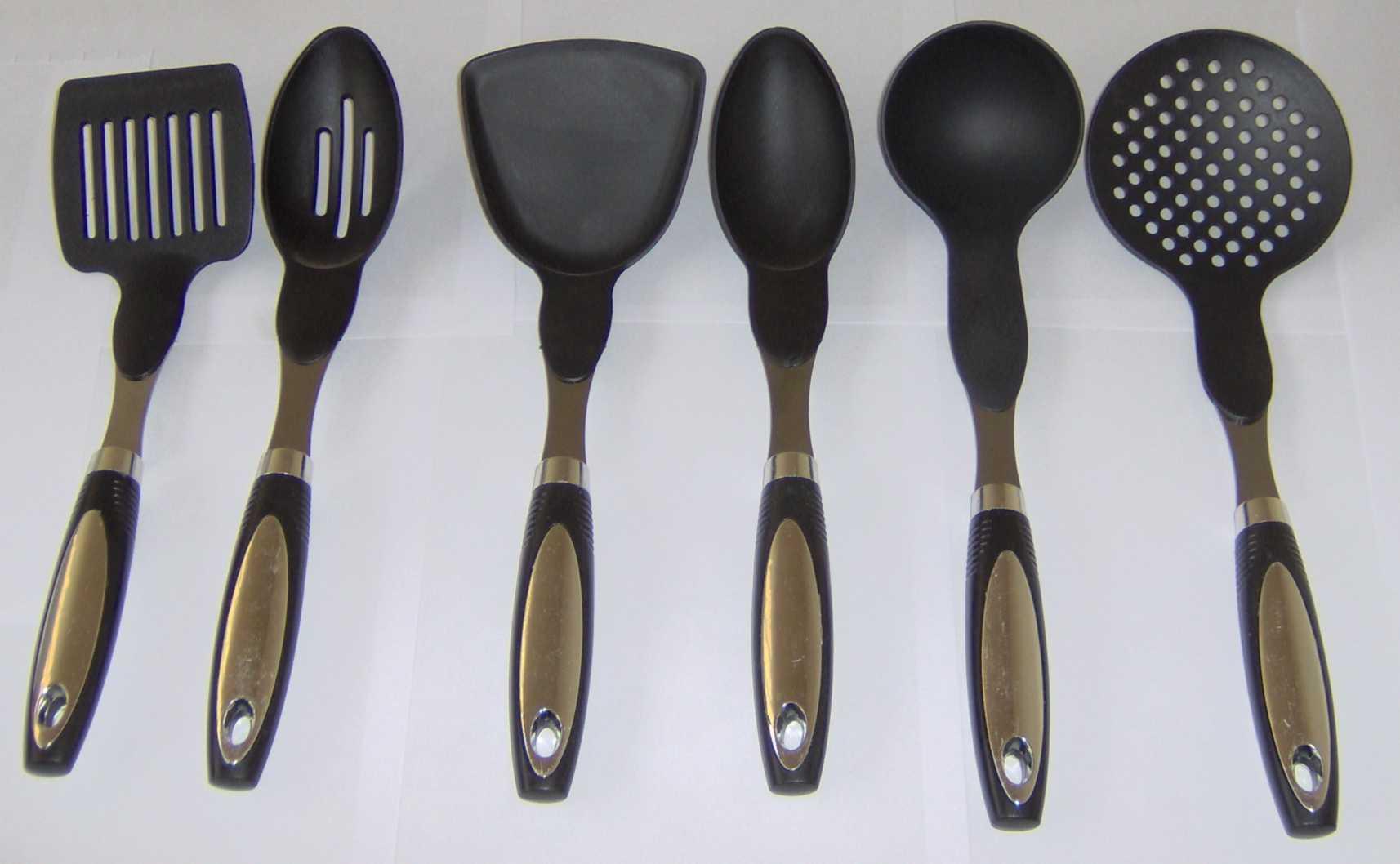 Sirge elettrodomestici set 6 mestoli da cucina con cestell for Attrezzi da cucina in silicone